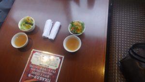 肉の村山 葛西店のテーブル席の様子