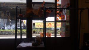 洋食 ヤブカラボウ店内のハロウィーン飾り1