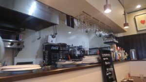 洋食 ヤブカラボウの厨房の様子