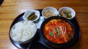 西葛西の韓国料理屋 オアシスのスンドゥブチゲ定食