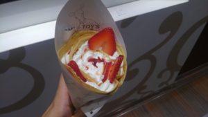 MOMI&TOY'S SUNAMOスナモ店のいちごとホイップクリームのクレープ