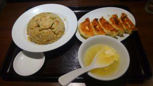独一処餃子 葛西本店の炒飯と焼き餃子定食