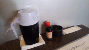 東京ポーク神社 本店の卓上調味料と灰皿
