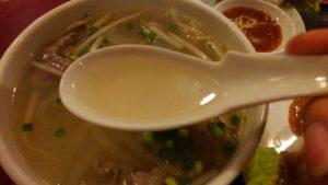 ハローベトナムレストラン 西葛西店のチキンライスと牛肉のフォーのセットのフォーのスープ