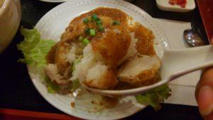 ハローベトナムレストラン 西葛西店のチキンライスと牛肉のフォーのセットのチキンライス スプーン上げ