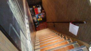 陳家私菜 秋葉原店の入り口前の階段
