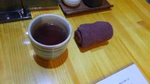 Irori さ藤のおしぼりとお茶