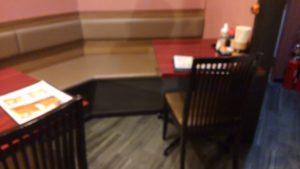 ごはん屋 七ふくのテーブル席1