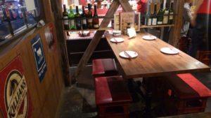 馬酒場ボブリーのテーブル席