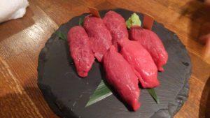 馬酒場ボブリーの肉寿司1