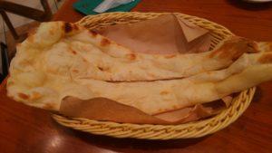 マントラ スナモ店の食べ放題の焼き立てナン