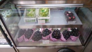 フォーシーズンズカフェの店内ショーケースのフルーツ
