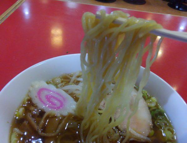 らーめんの麺箸上げ